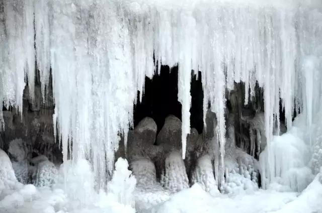 阳光大好,冬韵正浓,冬日里八里沟是这样的.....