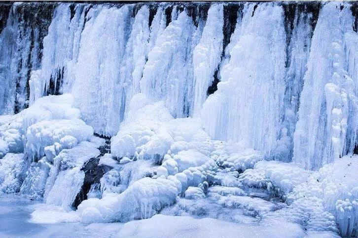 冰封的美丽,神奇的冰挂,新乡南太行八里沟景区为你完美呈现!