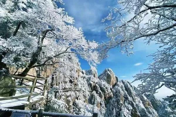 让我们背上行囊一起来万仙山看冰挂!