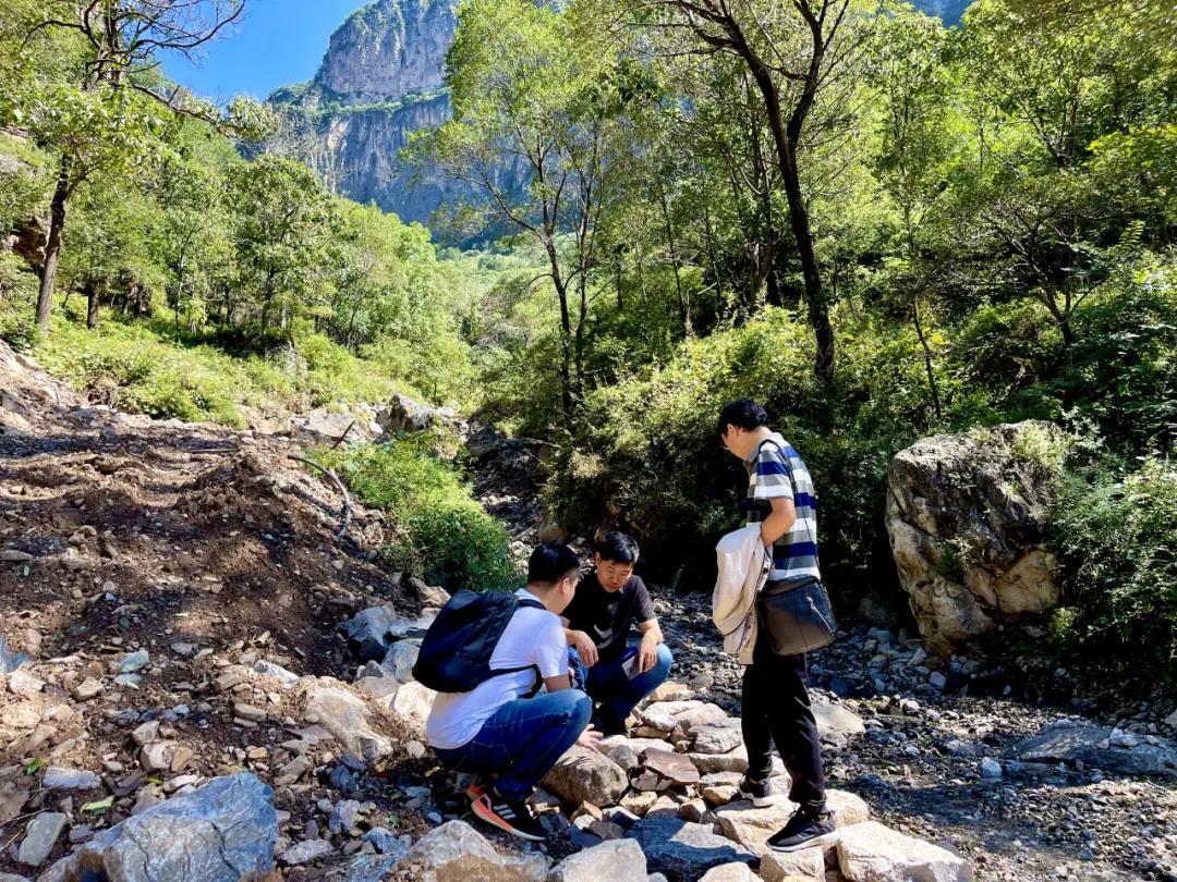 新乡南太行特邀国家自然资源部、省自然资源厅专家组到各园区开展地质灾害隐患排查并对公司全员进行地质灾害防御专题培训