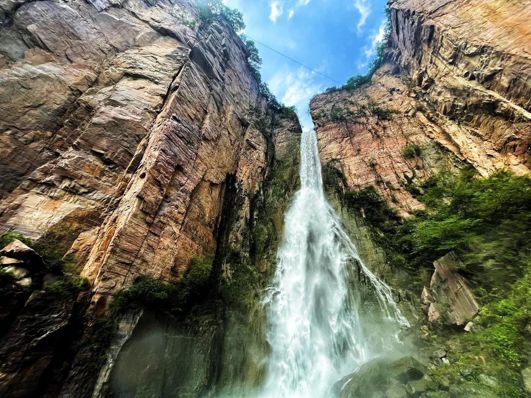 【情满中秋】山河映月,千里婵娟,来新乡南太行邂逅超美的瀑布彩虹吧~
